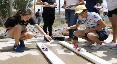 El Paso High physics students race boats for a final grade