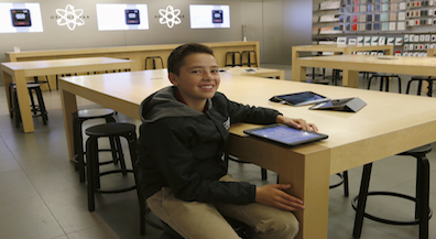Students, teachers can get free training on MacBook Air use at the Apple Store