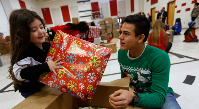 Franklin, Coronado students deliver holiday blessings to Travis