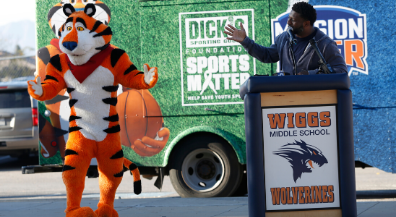 Tony the Tiger, LaDainian Tomlinson announce grant for middle-school athletics