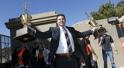 El Paso High welcomes new principal with music, fun