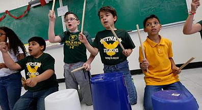 Putnam fourth-graders have buckets of fun with music
