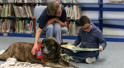 Reading Pooches: Therapy dogs help struggling readers