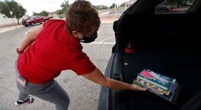 Curbside library book checkout keeps students reading at home